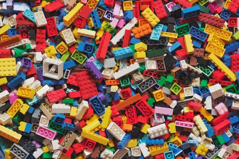 Wybierz zabawki dla dzieci rozwijające wyobraźnię