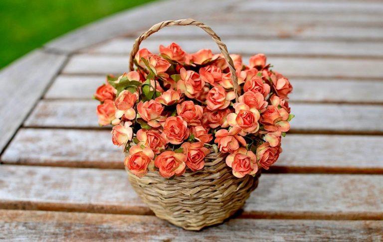 Kwiaty sztuczne to idealna dekoracja do wnętrz