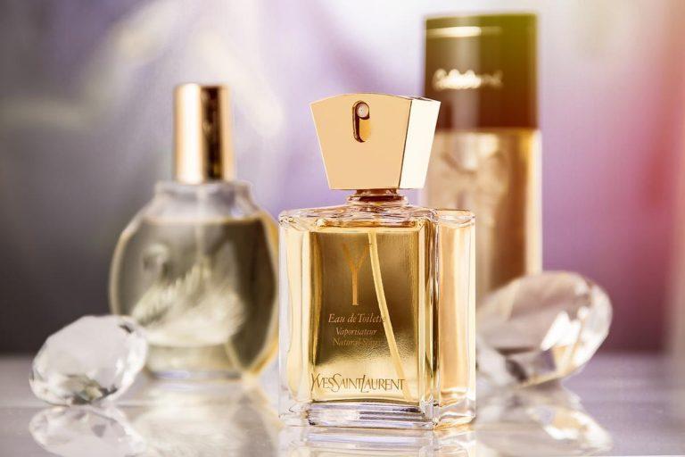 Gdzie zapoznać się z modnymi perfumami?